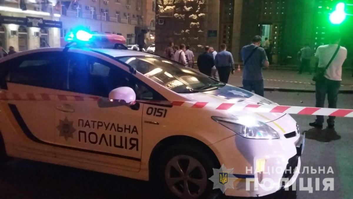 Зловмисник спочатку обстріляв автомобіль, який стояв на перехресті / hk.npu.gov.ua