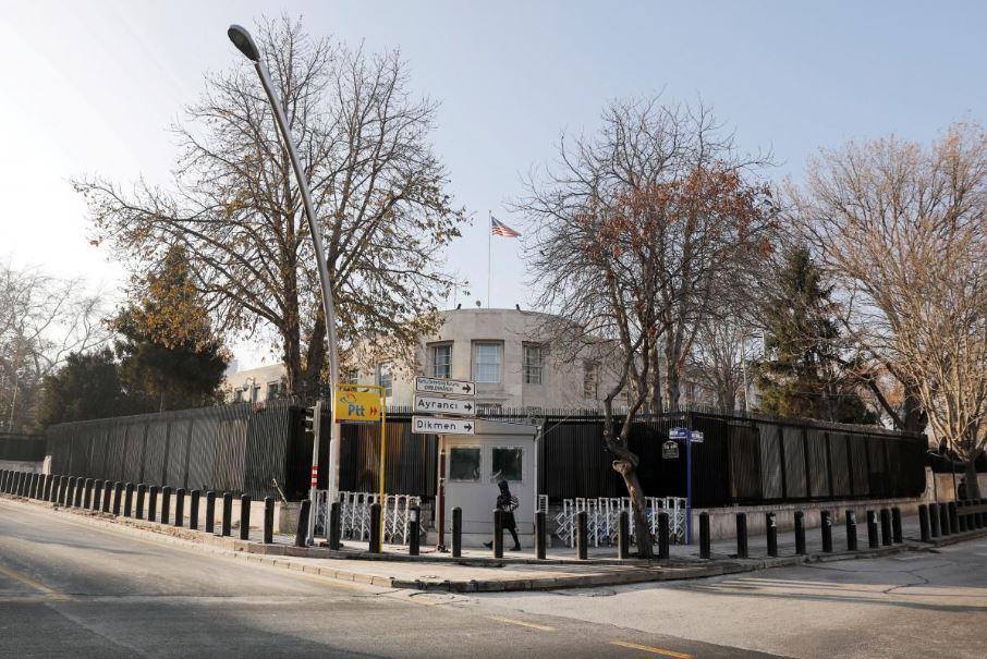 Посольство США в столице Турции обстреляли / REUTERS