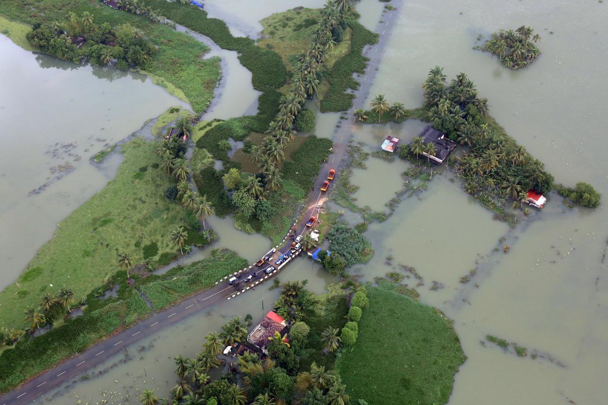 В Індії продовжує збільшуватися кількість жертв повені / REUTERS