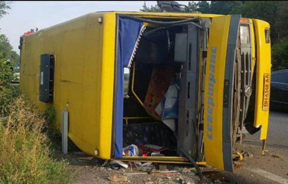 "На Днепропетровщине разбился автобус с пассажирами / фото ""Информатор"""