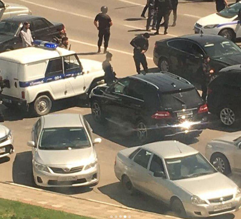 Фото з місця вбивства бойовиків, які збили на машині співробітників поліції / фото Mash