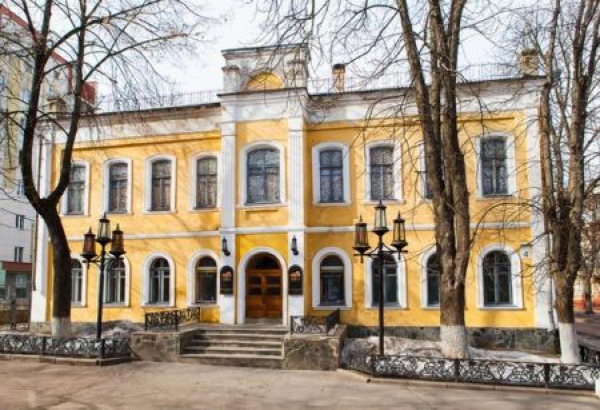 В помещении, где раньше была синагога, последние 30 лет работает театр / chernihivregion.travel