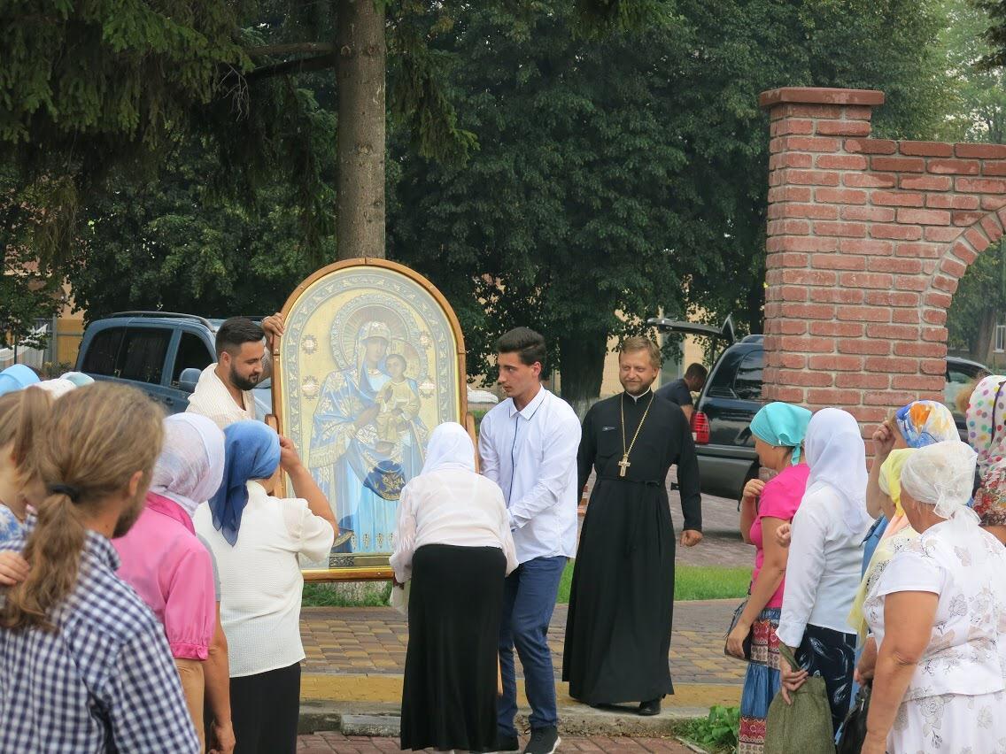 До 26 серпня щодня перед іконою буде відбуватися читання акафісту / mitropolia.kiev.ua