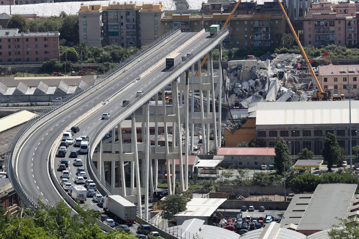Зруйнований міст в Генуї / REUTERS