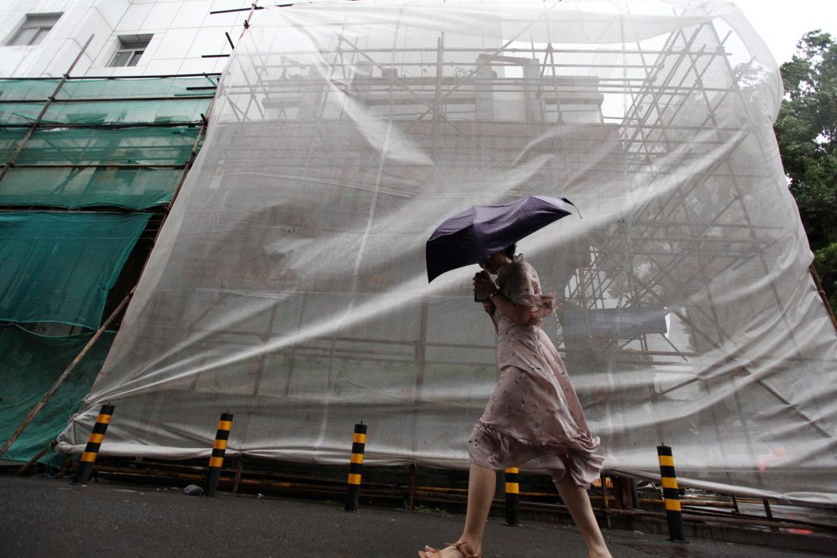"""Китай постраждав від тайфуну """"Румбия"""" / REUTERS"""
