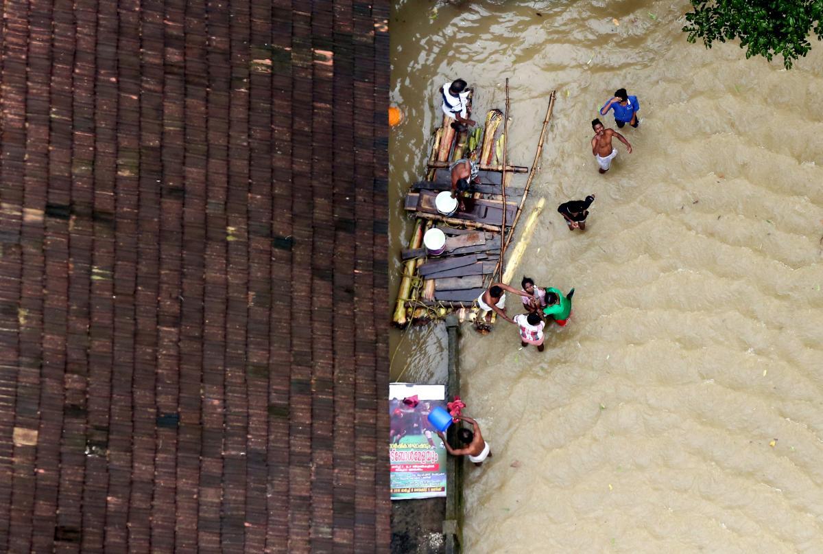 В Індії продовжує зростати кількість жертв повені / REUTERS