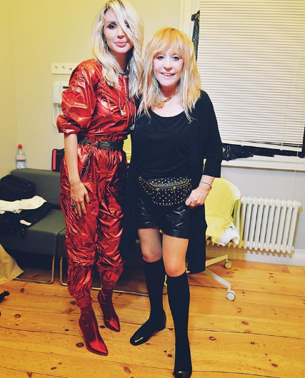 Примадонна позировала в кожаных мини-шортах, демонстрируя стройные ноги / Instagram Светлана Лобода