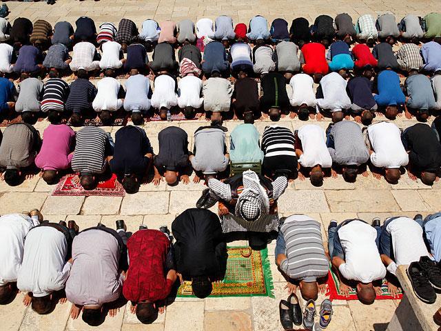 100 тисяч мусульман взяли участь у святковій молитві на Храмовій горі у Єрусалимі / Flash90 /Фото: С. Хадер