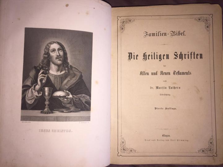 В Казани выставили на продажу старинную Библию за 7 млн рублей / Фото: Юла
