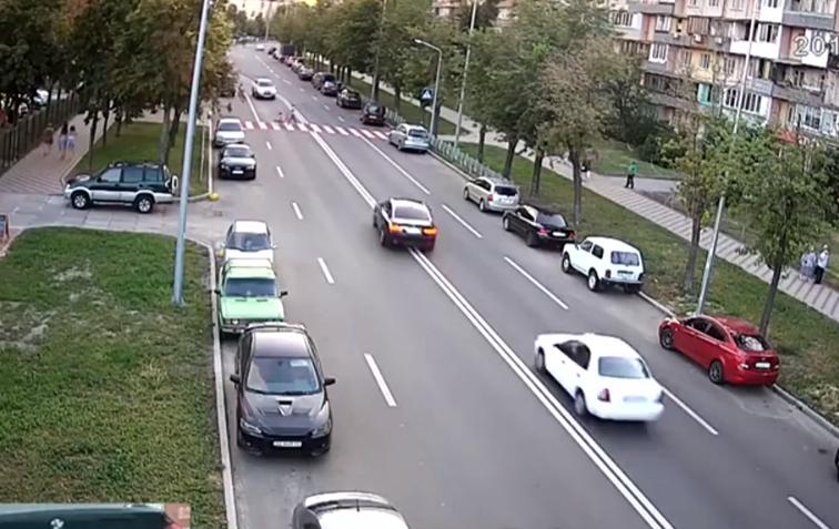 Водитель BMW, который протаранил три автомобиля в Киеве, за несколько часов до ДТП совершил еще ряд грубых нарушений ПДД/ скриншот