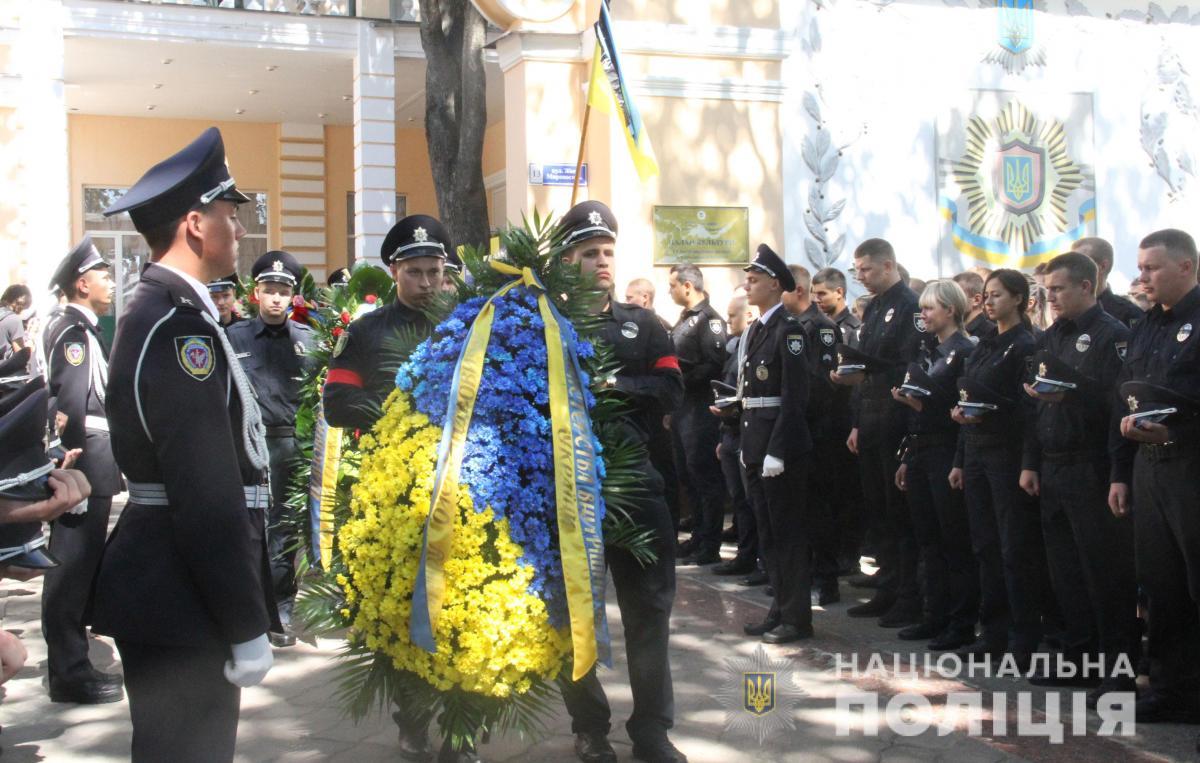 У Харкові провели в останній путь героїчно загиблого поліцейського Дмитра Кірієнка / hk.npu.gov.ua
