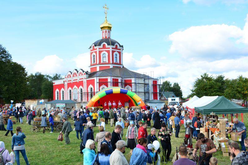 На гостей фестивалю чекає насичена і цікава програма/ agroxxi.ru