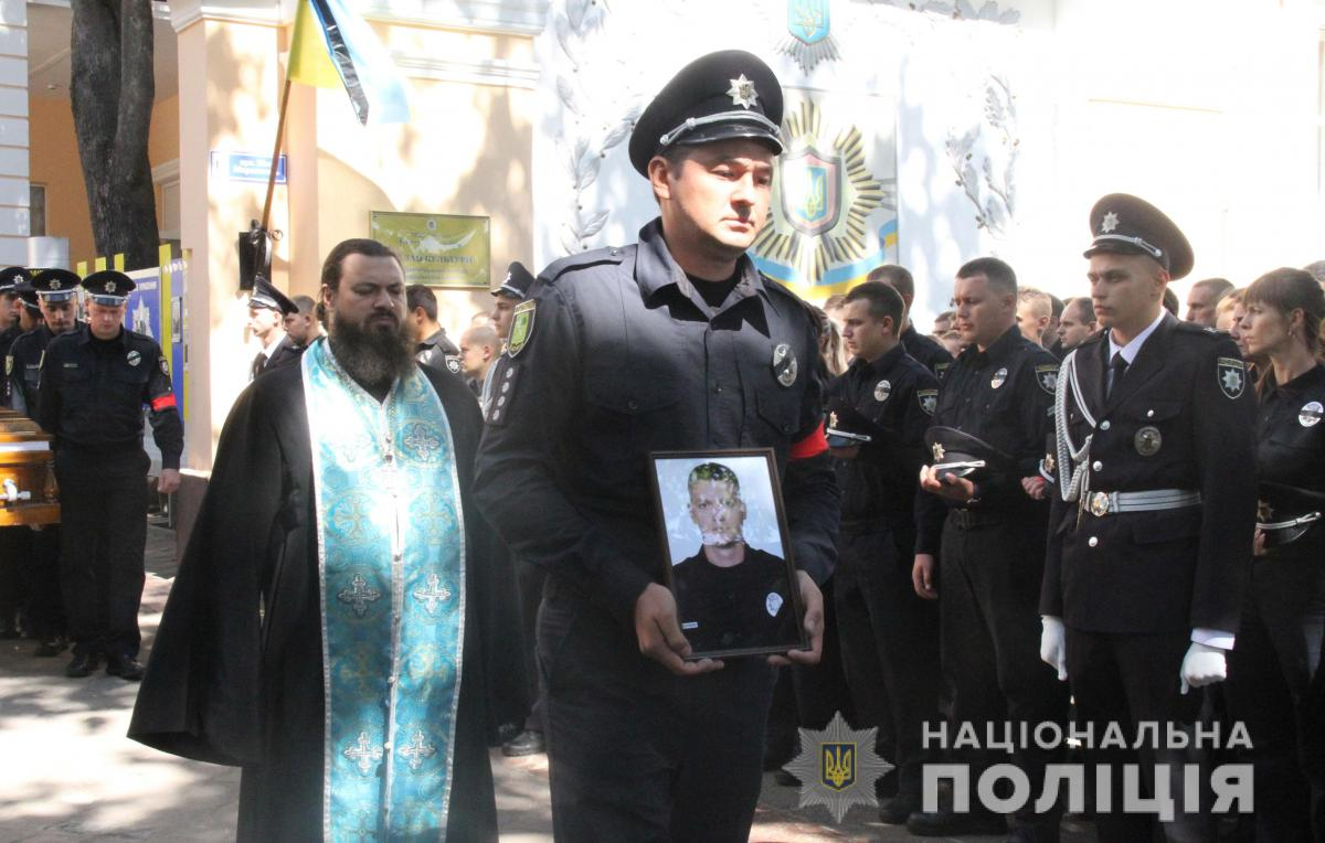 Дмитрия Кириенко наградили«за личное мужество, проявленное в борьбе с преступностью, самоотверженное исполнение служебного долга» / Фото npu.gov.ua