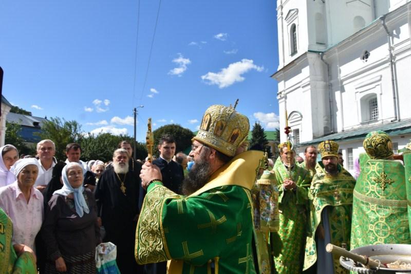 Післябогослужіння відбувся хресний хід навколо храму з мощами святих / orthodox.cn.ua