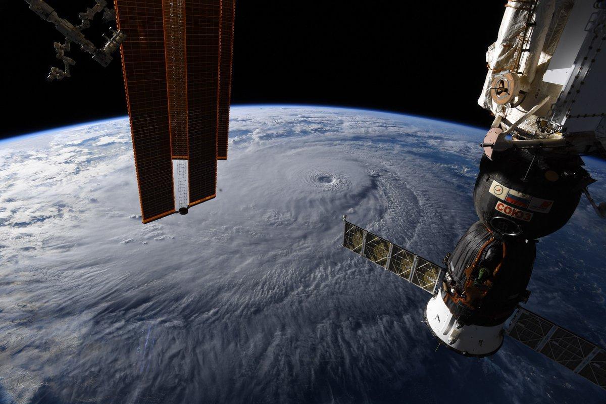 "Вид на ураган ""Лэйн"" из космоса / twitter.com/astro_ricky"