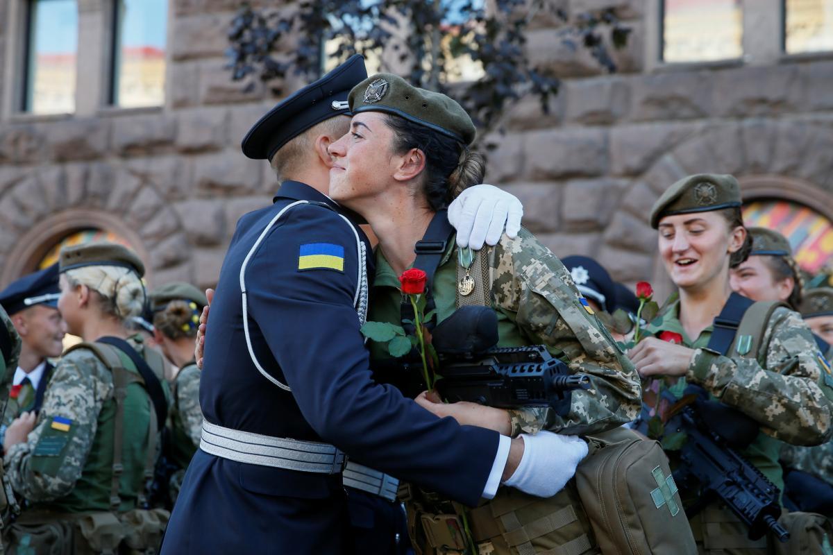 Украинские женщины-военные впервые примут участие в параде / Фото REUTERS