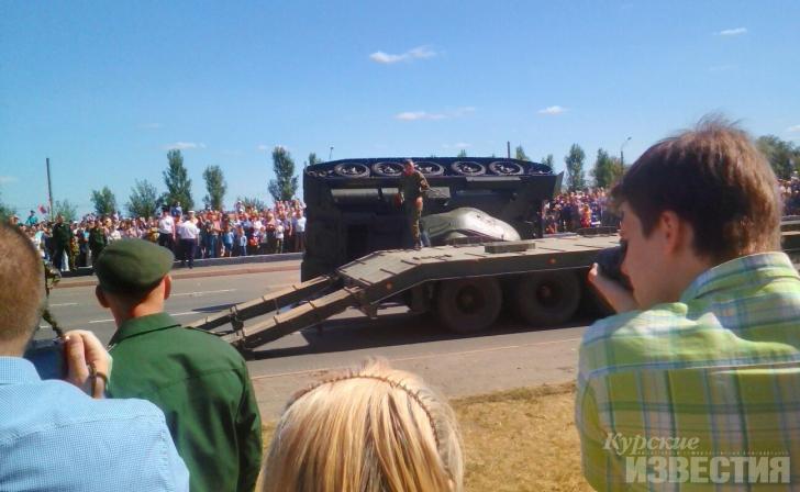 """По словам очевидцев, из военной техники стало течь топливо / """"Курские известия"""""""