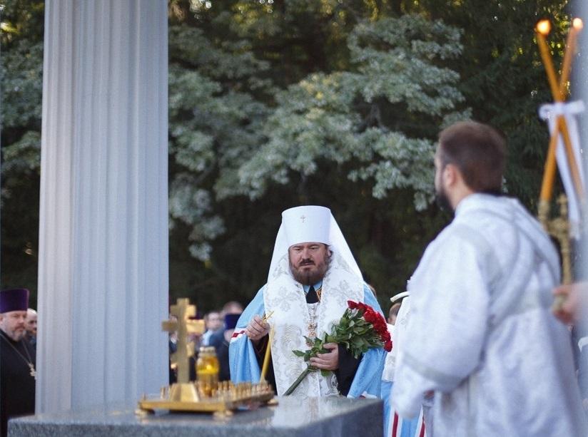 Митрополит УПЦ відправив заупокійну літію на Меморіалі Слави / eparchia.kharkov.ua