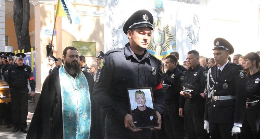 Інспектор патрульної поліції Дмитро Кірієнко загинув у ніч на 20 серпня під час перестрілки біля будівлі Харківської міськради / hk.npu.gov.ua