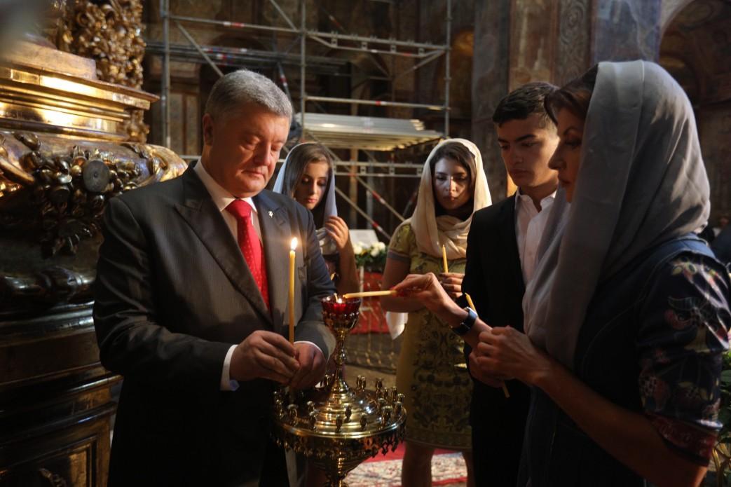 У День Незалежності Президент разом з дружиною помолились за Україну / president.gov.ua