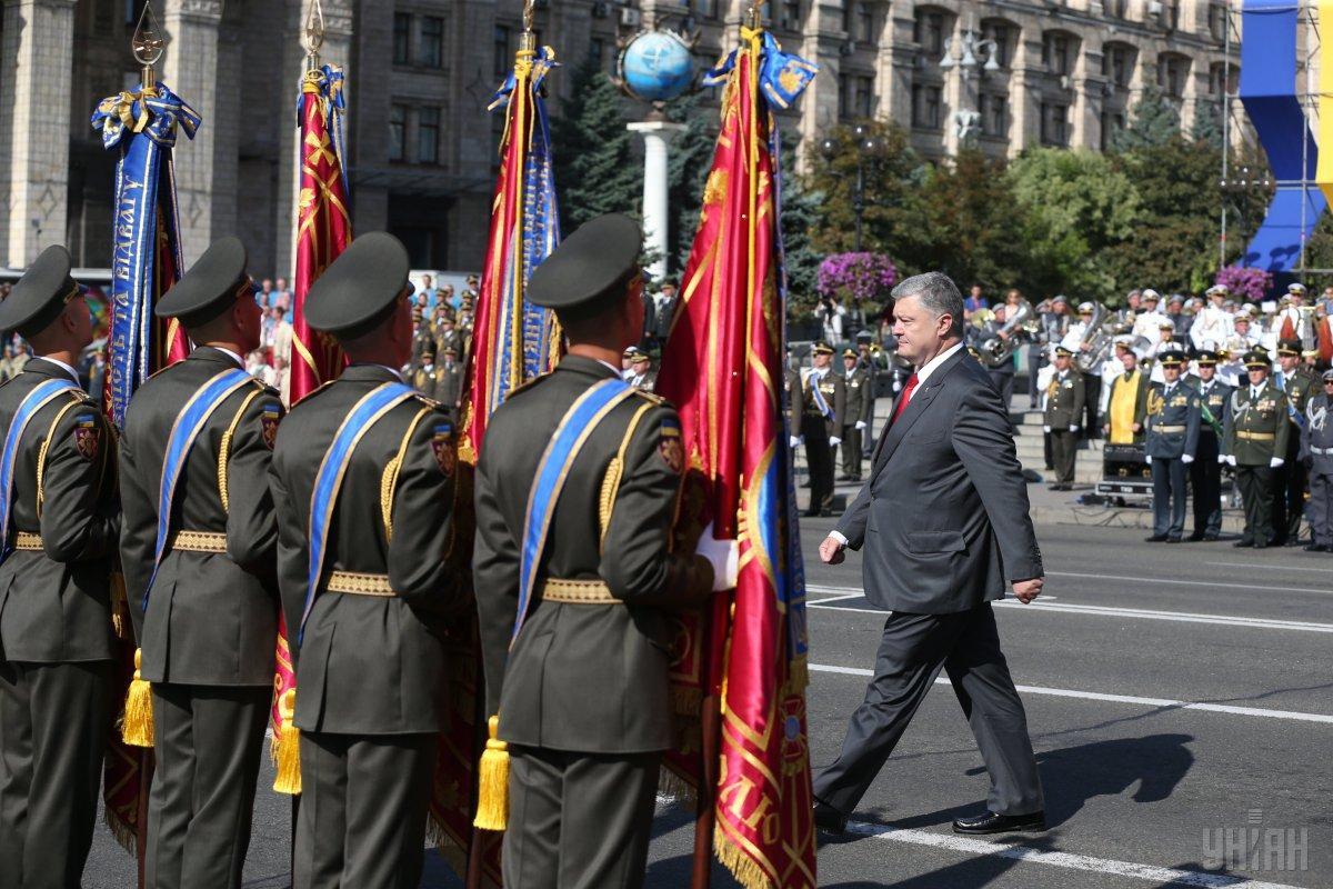 Президент вручив ордена «Золота Зірка» двом офіцерам - учасникам АТО / фото УНІАН