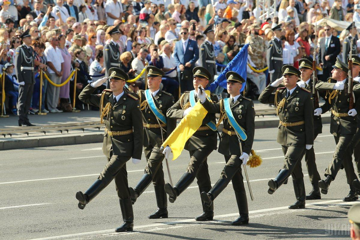 Порошенко присвоил почетные наименования 7 воинским частям / фото УНИАН