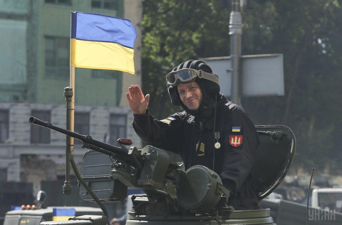 С 1 января солдатам будут платить 10 тыс. грн, в ООС - 21 тыс. грн / фото УНИАН