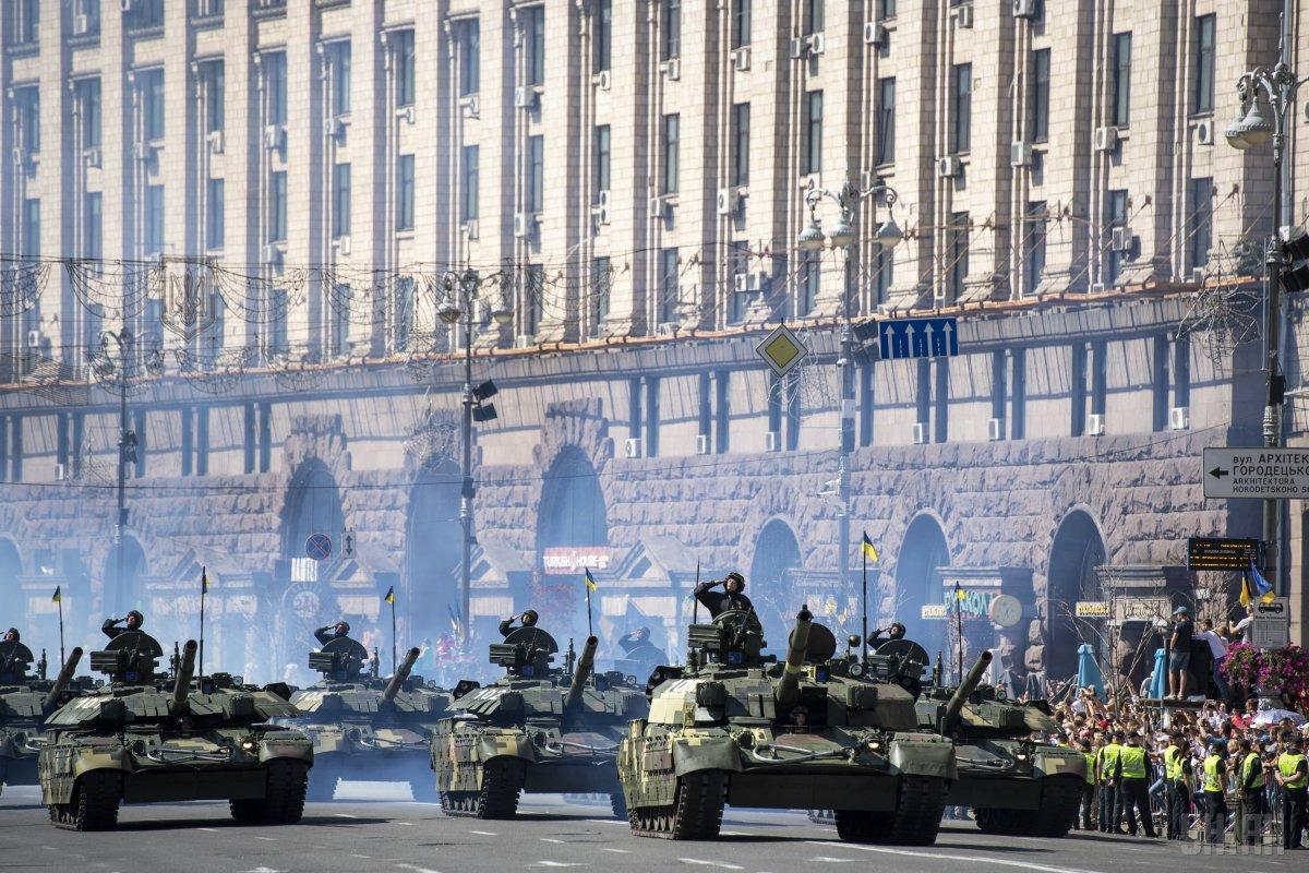 Вместо военного парада деньги направят военным / фото УНИАН