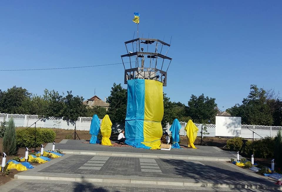 В Доброславе сегодня открыли памятник защитникам Украины / фото Людмила Прокопечко
