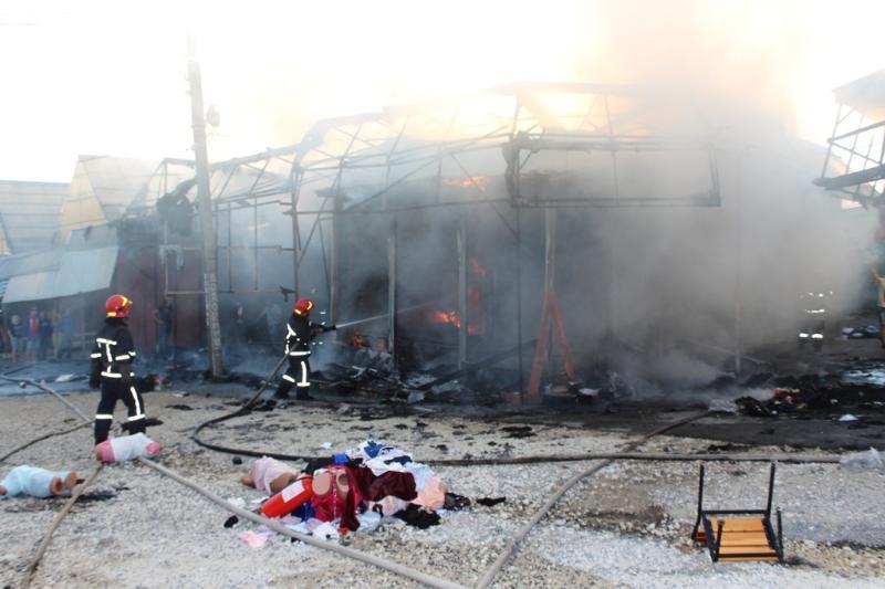 На рынке в Хмельницком произошел пожар / фото dsns.gov.ua