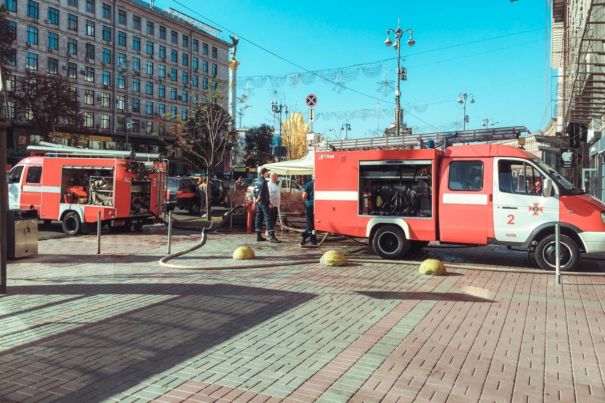 На Крещатике произошел пожар в ресторане / фото Денис Карпенко / Информатор