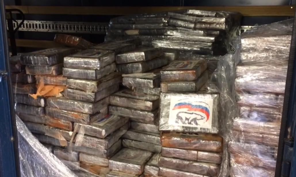 """В Бельгии нашли две тонны кокаина с логотипом """"Единой России"""" / скриншот VRT"""