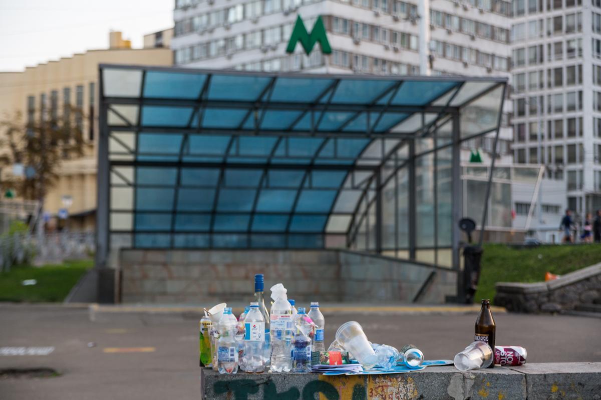 После празднования Дня Независимости в центре Киева образовались горы мусора / фото Денис Карпенко / Инфрорматор