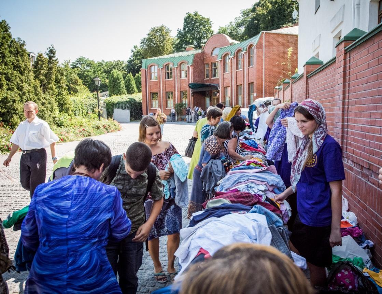 В Українській Православній Церкві забезпечують нужденних необхідним одягом / news.church.ua