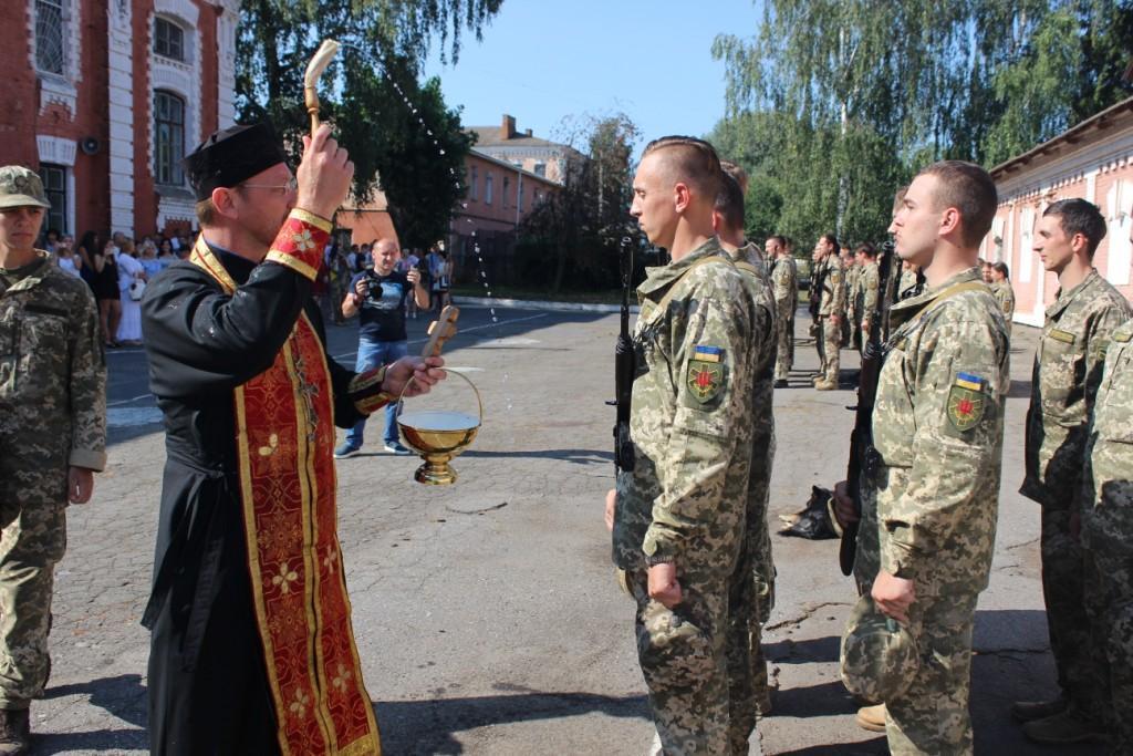 Военную присягу принялистуденты Винницкого медуниверситета / news.church.ua