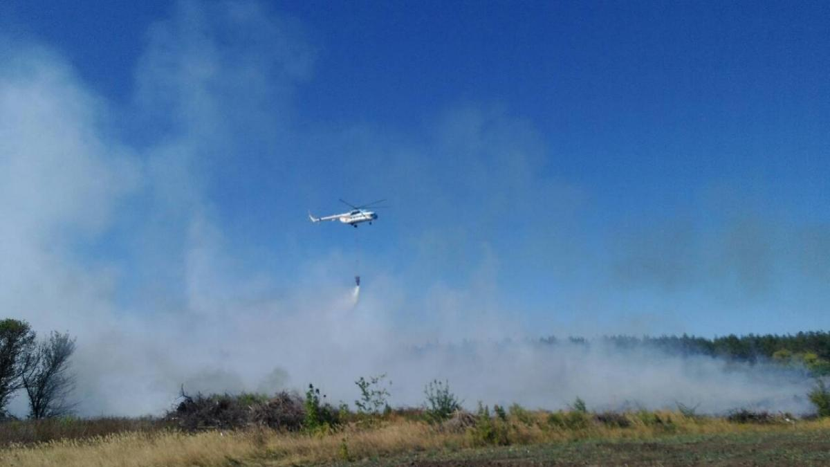 Пожежний гелікоптер ДСНС Мі-8 здійснив 20 скидів води / фото dsns.gov.ua