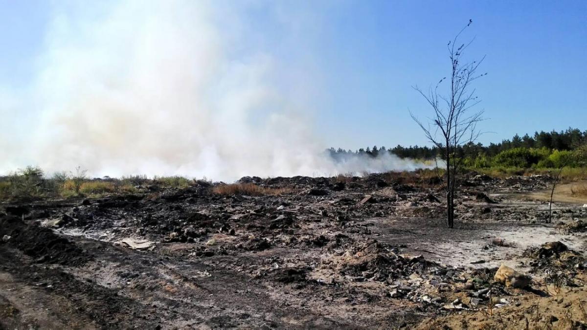 Работы по пожаротушению продолжаются / фото dsns.gov.ua