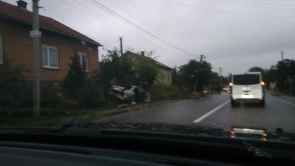 Водитель авто не справился с управлением / 032.ua