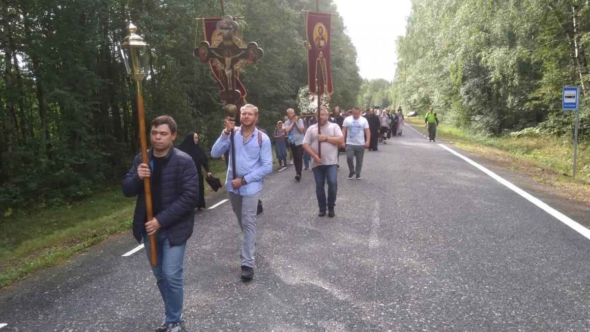 Традиции совершать крестный ход к Пюхтицкому монастырю уже около 200 лет / orthodox.ee