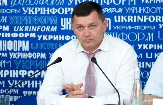 Николай Поворозник отметил, что средства не выдаются авторам и командам напрямую