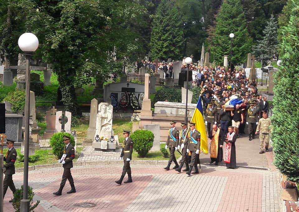 ВоЛьвове спор, как хоронить убитого вДонбассе военного, перерос вдраку