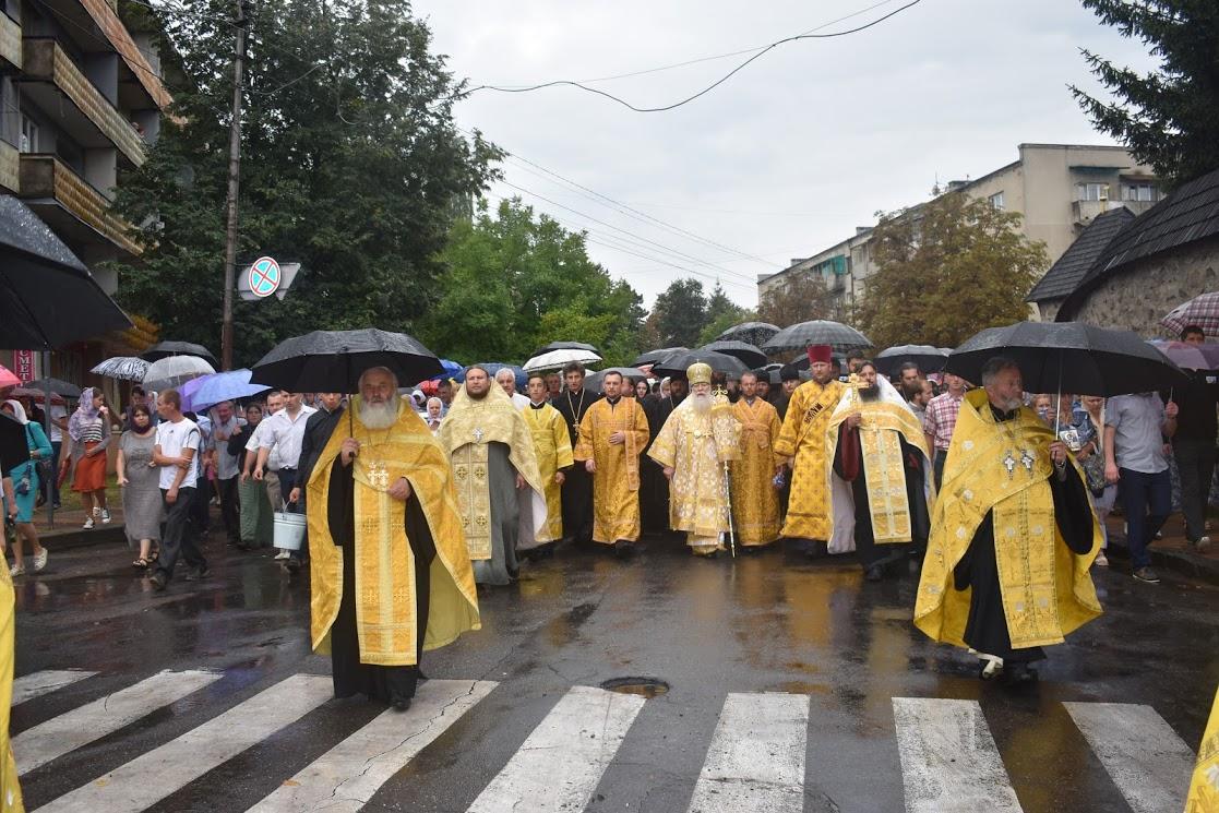На Закарпатье православные прошли крестным ходом с молитвой о родном крае/ orthodoxkhust.org.ua