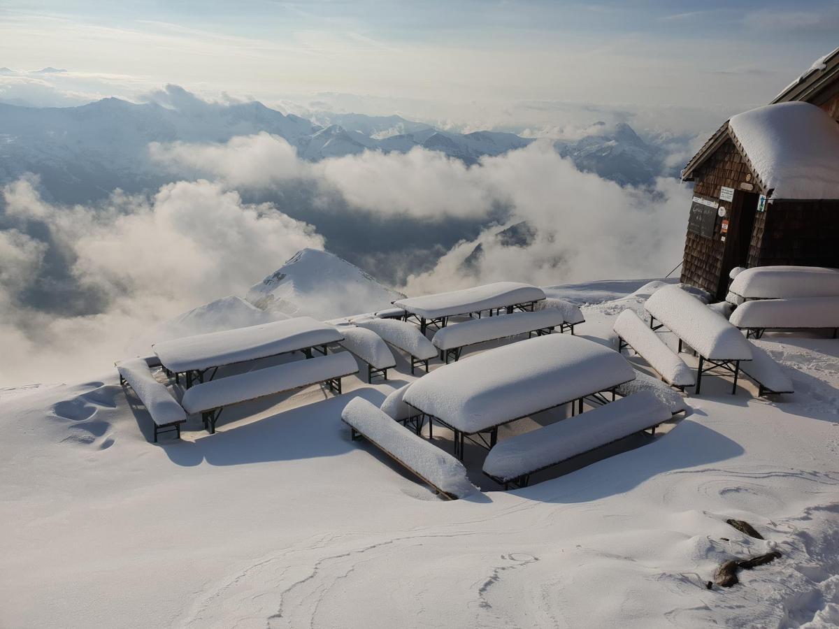 Альпи засипало снігом / www.facebook.com/gamskarkogelhuette/