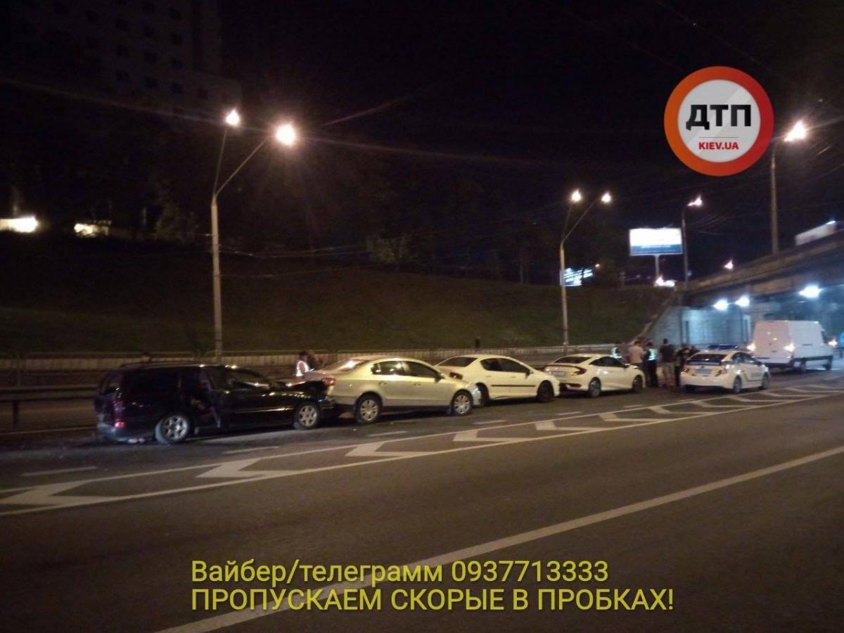 На проспекті Перемоги у Києві зіткнулося одразу сім авто / фото dtp.kiev.ua