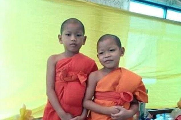 Девятилетний буддийский послушник Ваттанаполь Сисавад (слева) умер после избиения тайским монахом / dailymail.co.uk
