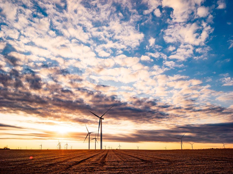 З 2013 року компанія підписала контракти на поставку 3 ГВт сонячної та вітрової енергії / фото newsroom.fb.com