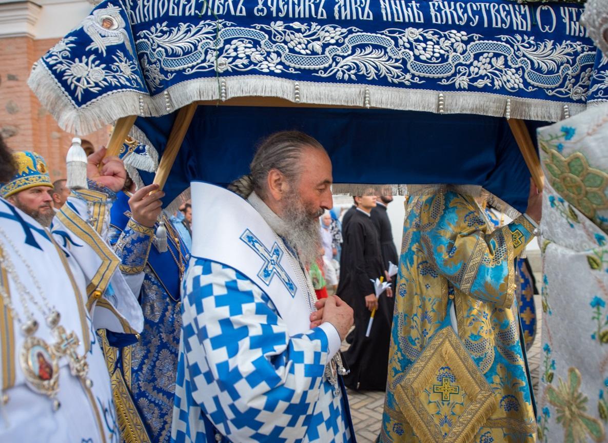 Предстоятель возглавил всенощное бдение с чином погребения Плащаницы Богородицы / news.church.ua