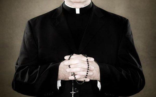 Католический священник / rccrs.com.br, иллюстрация