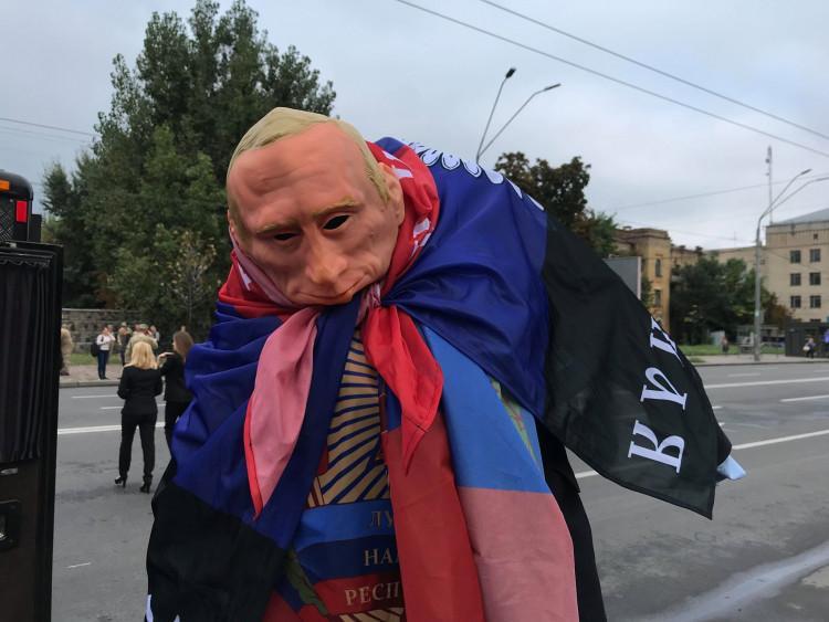 Чучело президента РФ сожгли в годовщину Иловайского котла / фото dn.depo.ua