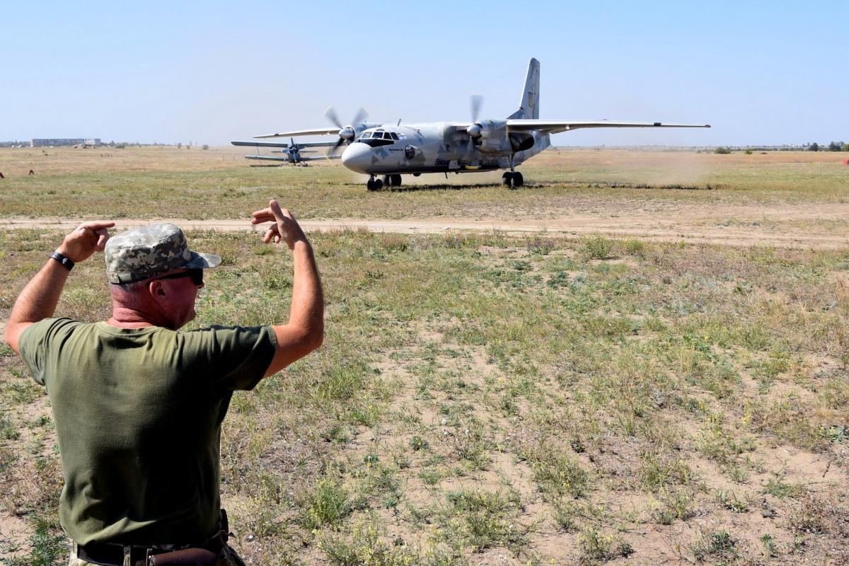По словам президента, войска надо держать наготове / фото mil.gov.ua